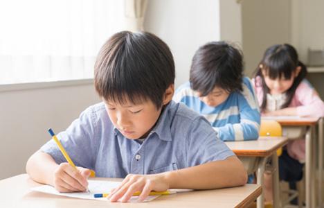 小学校の英語の授業は、いつどのように変わる?